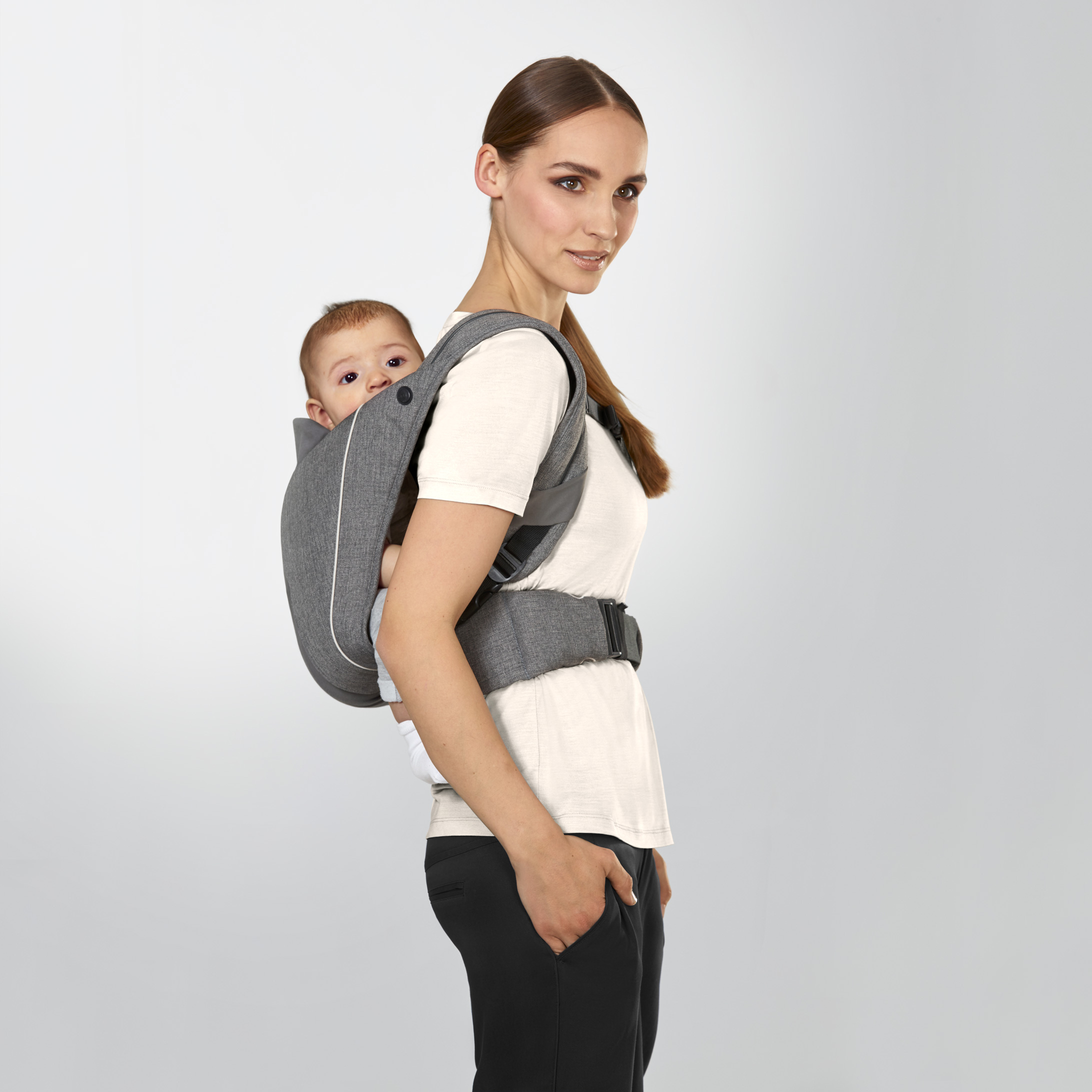 8e33ff70e66 Babies with good head and bottom control (from around 6 months) can be  carried in the YEMA CLICK on your back